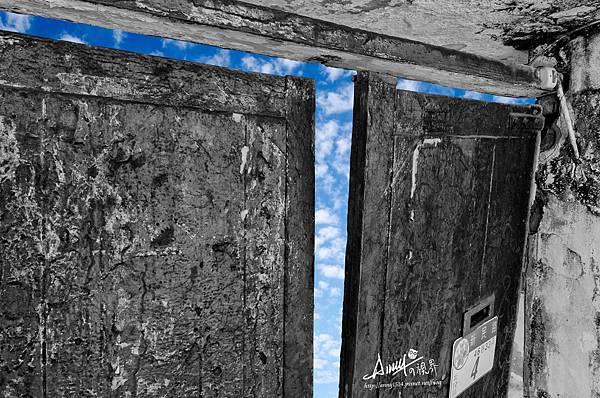 門後有藍天.jpg