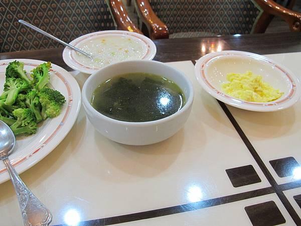 海帶芽湯每天必喝:)