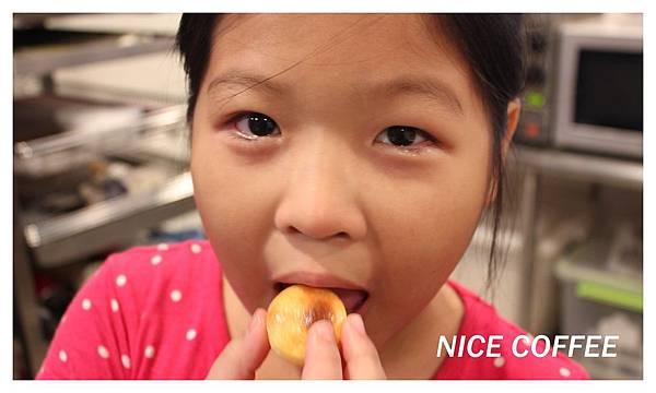 IMG_9650妹妹吃乳酪球