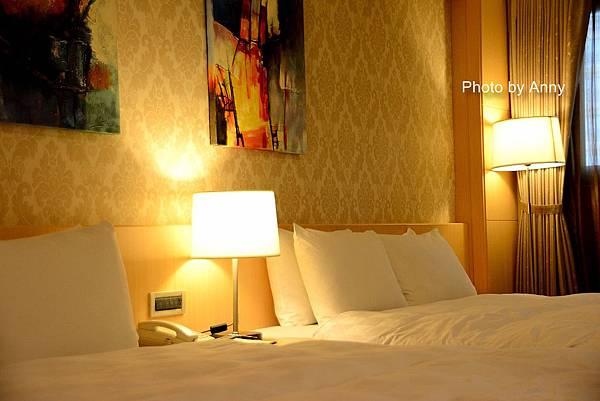天悅飯店與夜景2.jpg