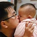 爸比kiss me (3).JPG