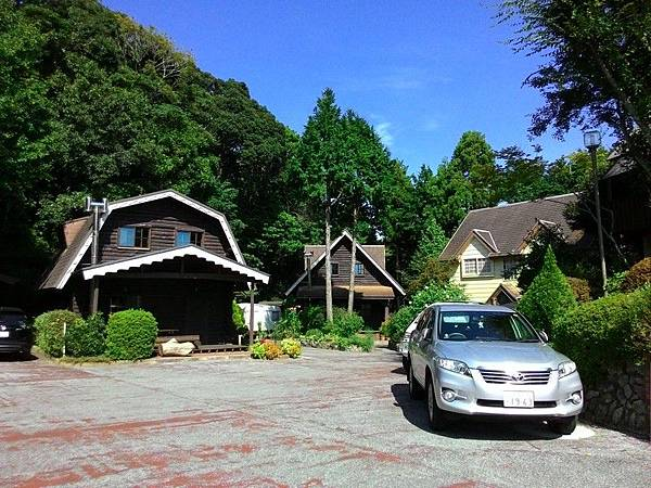 Katsuura Log Cottage CAPTAIN'S TABLE 15.jpg