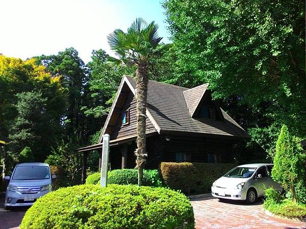 Katsuura Log Cottage CAPTAIN'S TABLE 19.jpg