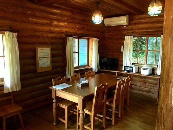 Katsuura Log Cottage CAPTAIN'S TABLE 27.jpg