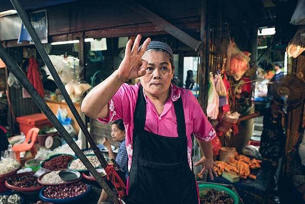 曼谷火車市場。