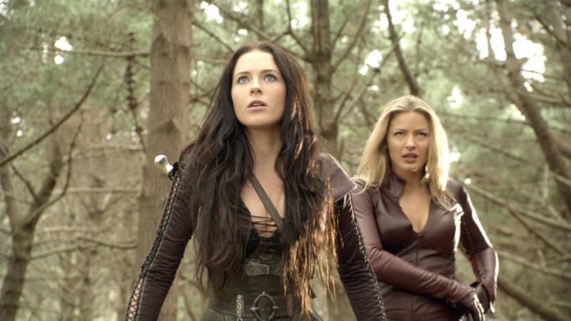 legend-of-the-seeker-2x08-Kahlan-And-Cara.jpg