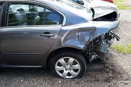 car-accident-2429527_1920