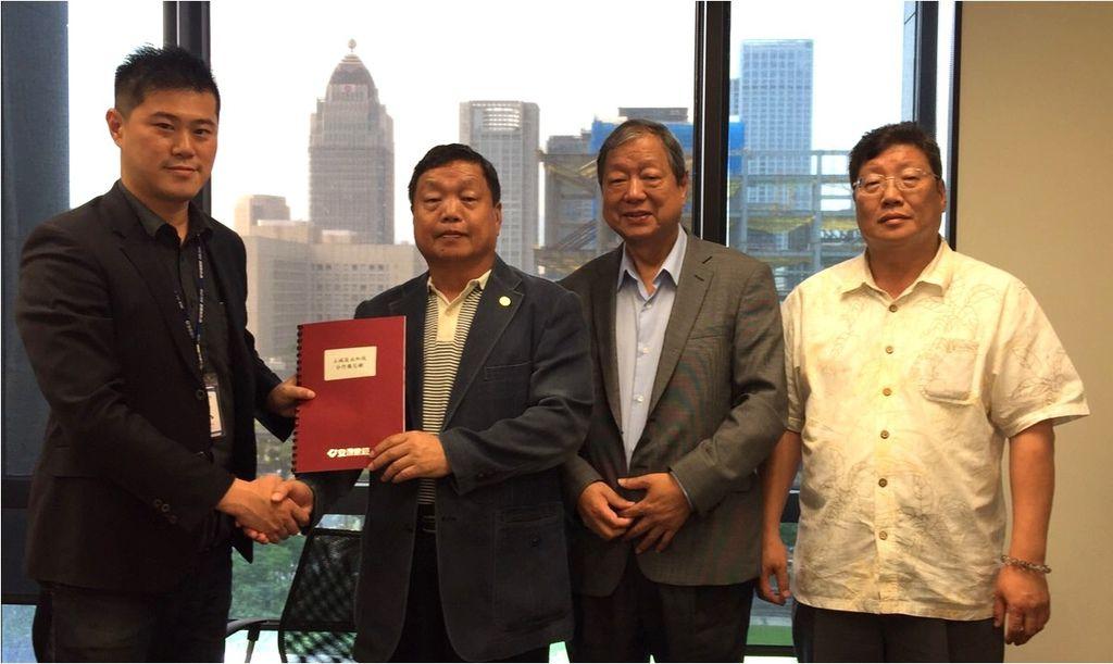 「盛元裕股份有限公司」-林隆元董事長(左二)正式與安信「全案管理」專案代表-林達康經理(左一)簽訂委託興建契約.jpg