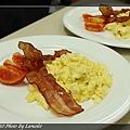 nEO_IMG_20100711-302A-1-炒蛋附脆培根及蕃茄.jpg