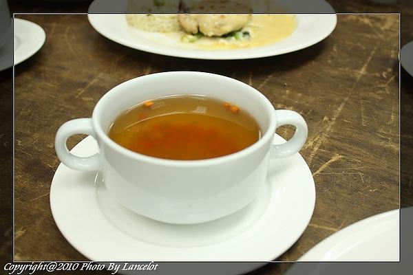 nEO_IMG_20100710-301E-2-雞肉清湯附蔬菜小丁.jpg