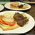nEO_IMG_20100704-301D-1薄片牛排三明治附高麗菜沙拉.jpg