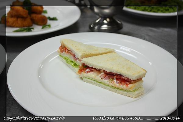nEO_IMG_20100814-303D-3培根萵苣蕃茄三明治.jpg