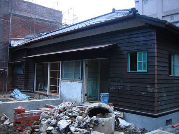濟南路上整修中的日式建築