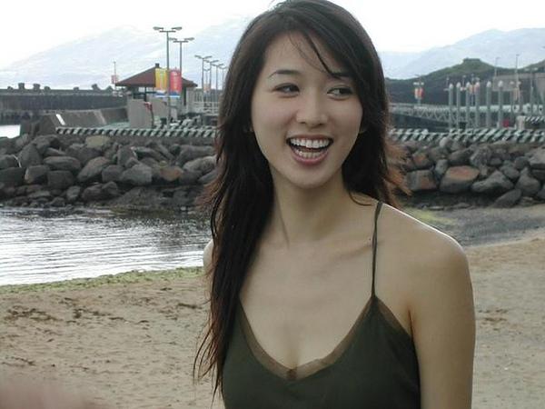 海邊甜美笑容的志玲.jpg