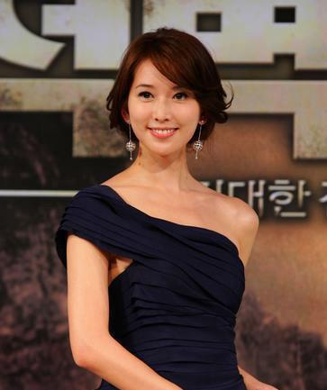 《赤壁》韓國記者會-迷人的完美曲線4.jpg