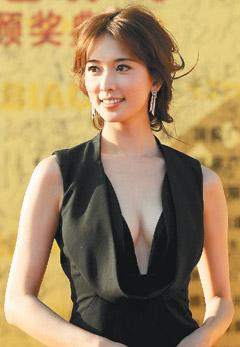 華表獎-低胸黑色禮服.jpg