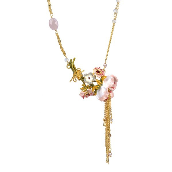 bouquet-of-cream-anemones-and-chains-necklace (2)