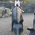 高高的坐在馬背上