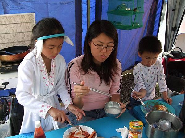 2008.2.16.東江溫泉露營吃早餐