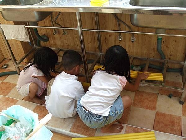 我們也來幫忙打掃教室唷!