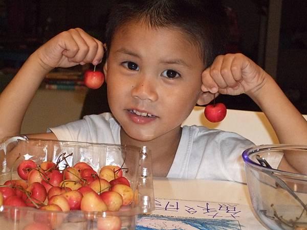 2008.7.青青吃櫻桃