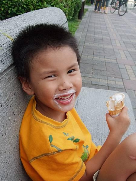 國父紀念館裡吃冰淇淋