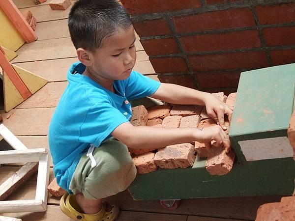 兒子看到這些磚塊,其他什麼都不想玩了!