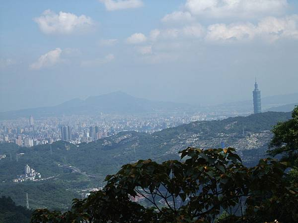 去石碇山上採竹筍,往下望台北市