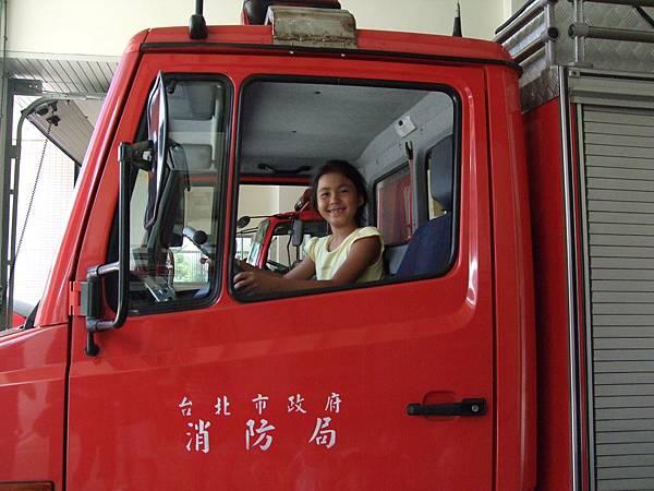 2008.8.4PG參觀消防隊 (8).jpg