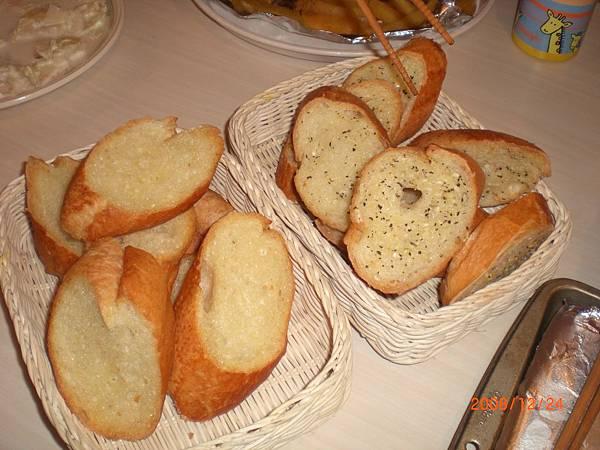 2008平安夜大餐_法國麵包.JPG