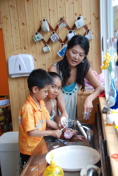 2008.8.16媽媽PLAY鳳梨酥雜誌照 (30).jpg
