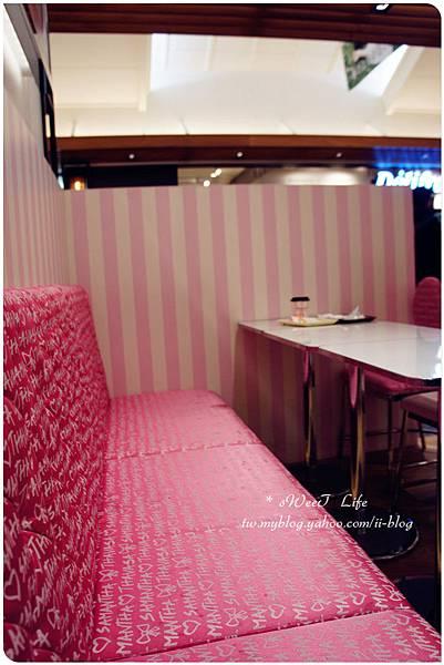 Samantha  Thavasa Cafe (13).JPG