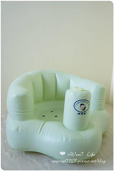 晴晴兒的充氣沙發椅 (2).JPG