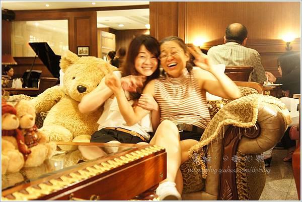 抱枕和媽媽-高雄。9街10號法式餐廳(2).JPG