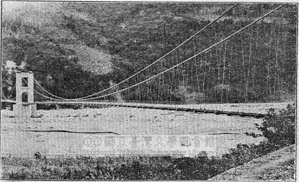 大濁水溪鐵線橋(長一千八百尺工費四十萬元)本橋は臺北州下蘇澳と花蓮港間海岸道路兩廳境界にある