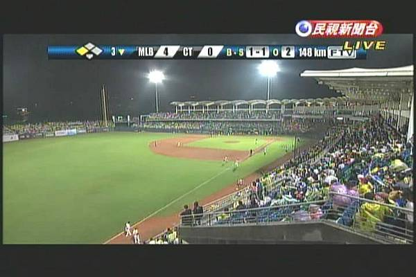 2011MLB-TAIWAN-GAME1-有滿場的味道2.jpg