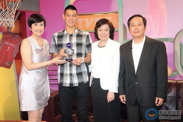 201308林書豪家上TVBS看板人物