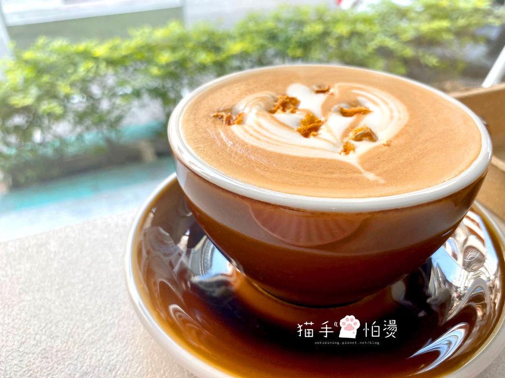 台中早午餐│咕嗼咖啡 The Good Mood Café 鬆餅雞蛋糕傻傻分不清 在夢幻白雲朵裡吃早午餐