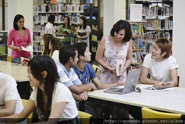 02 Hawthorn-Melbourne library resource area