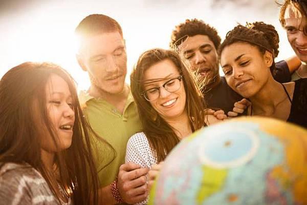 international-students-with-globe