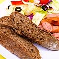 HerrWHO德式沙拉香腸麵包09.jpg