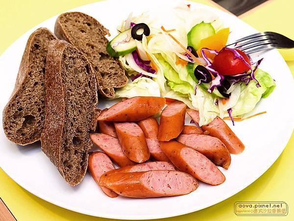 HerrWHO德式沙拉香腸麵包11.jpg