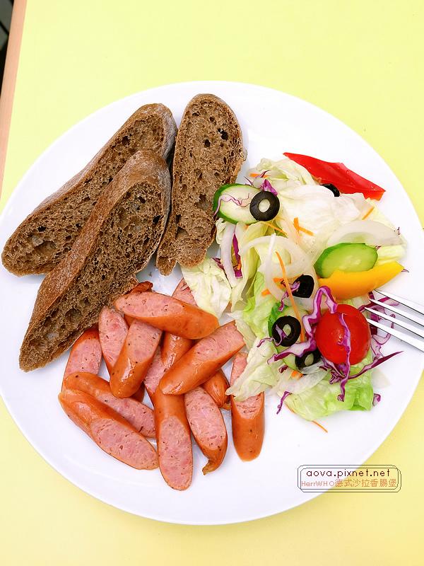 HerrWHO德式沙拉香腸麵包10.jpg