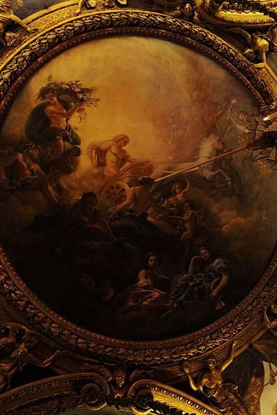 DSC00294-是法國國王的御座廳,中央純銀的御做搭配天花板鍍金浮雕、牆壁深紅帶點金銀色的天鵝絨、波斯地毯,整體搭配呈現奢華綺麗的感覺,讓人不得不盡配當時皇家的財力。