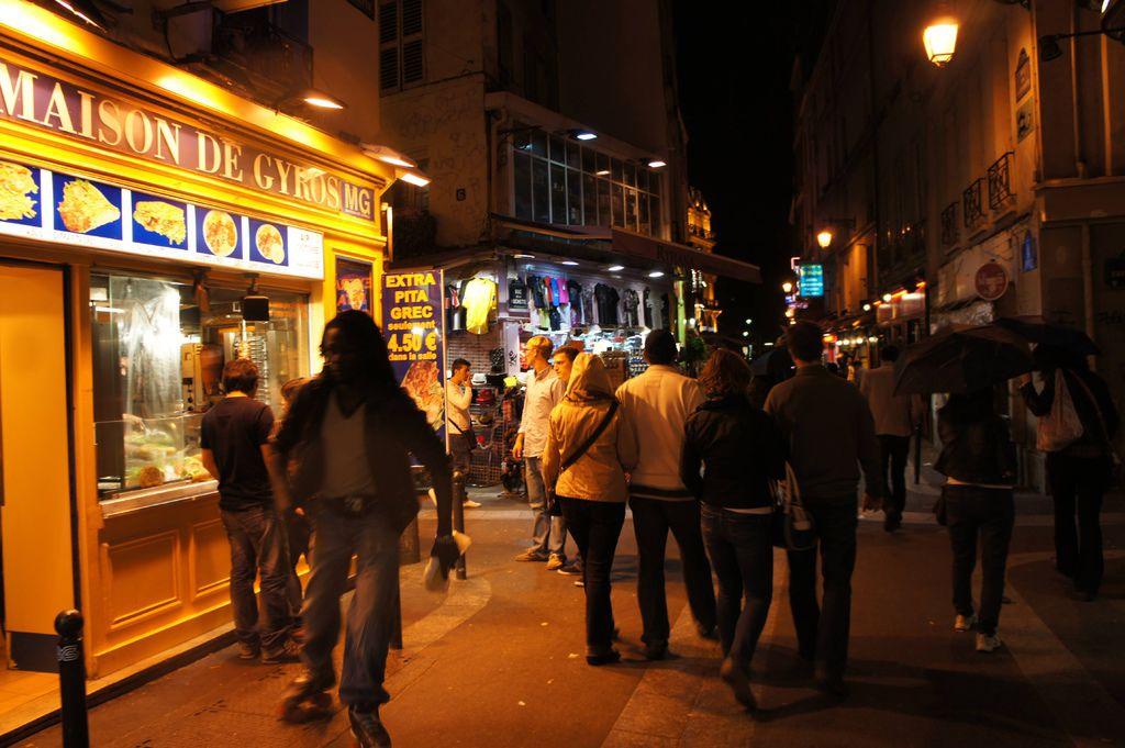 DSC00890-Rue de la Huchette,這裡可以說是巴黎聚集最多低價餐廳的一區了