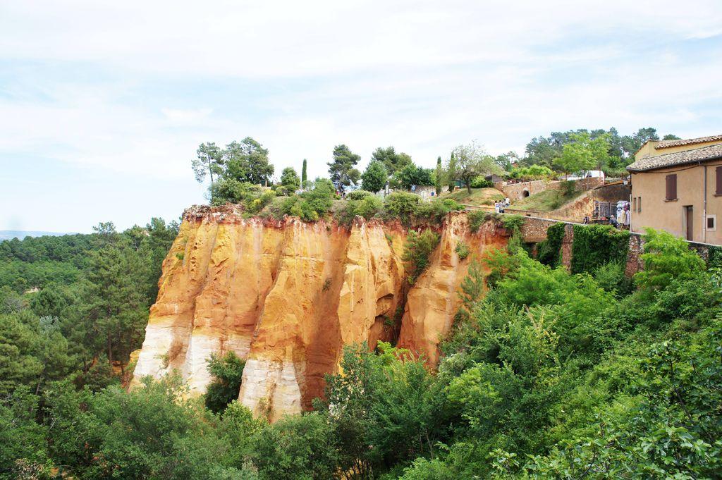 DSC01166-以赭紅色彩聞名的赭紅色小鎮胡西庸Roussillon
