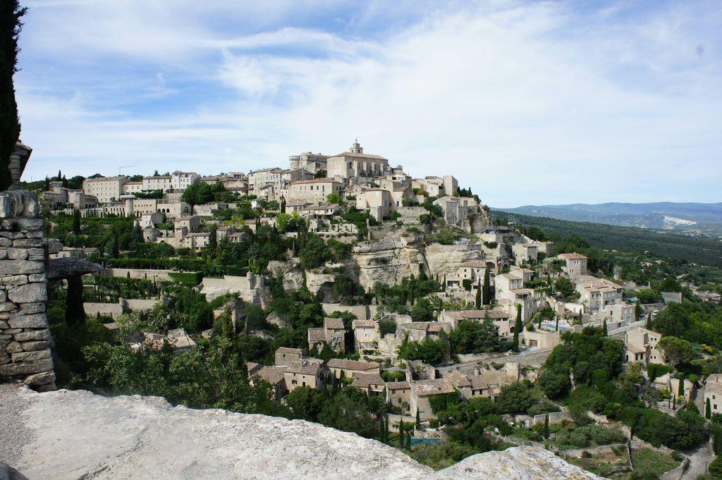DSC01340-gordes 這 名字 本意就是高懸的村子.JPG