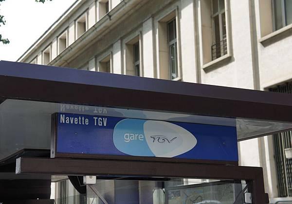 DSC01549-搭接駁車就可以到亞維儂的TGV車站了.JPG
