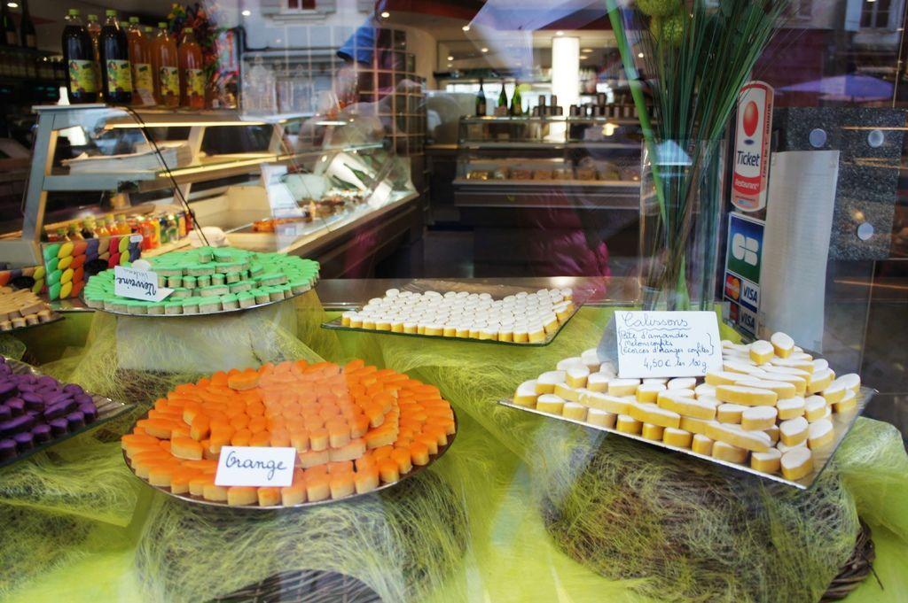 DSC01453-南法知名的甜點可利頌糖.JPG