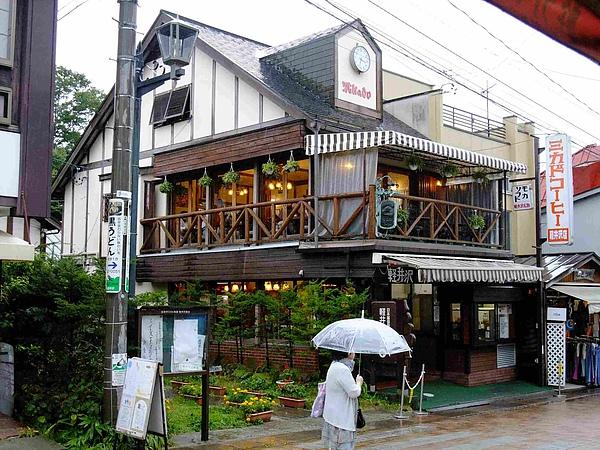 0724-在小八買杯子的紅茶館外拍的,很可愛的一家小店呢.JPG